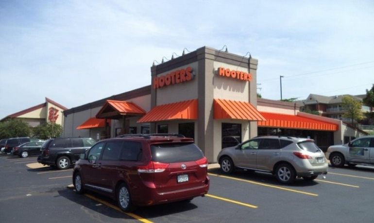Hooters | St. Louis, MO