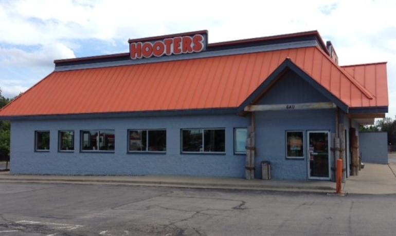 Hooters | Kansas City, MO