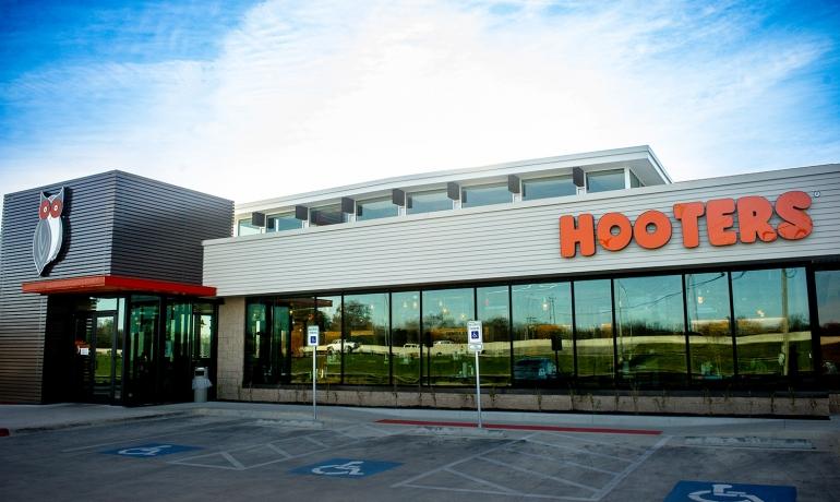 Hooters | Yukon, OK